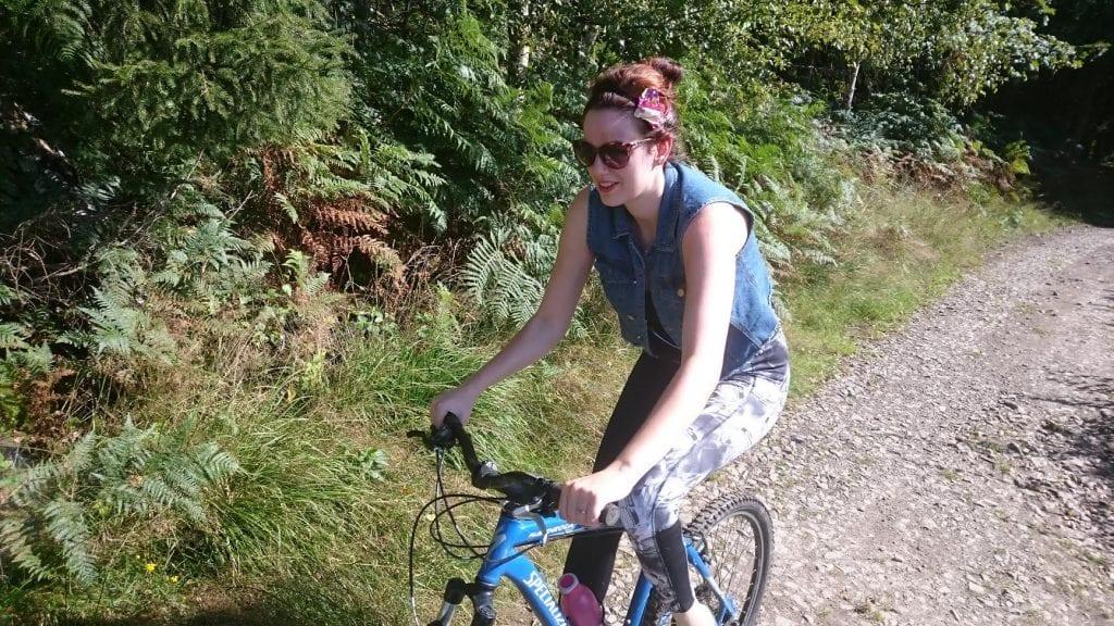 Kimberly Alkemade op de fiets in de ardennen