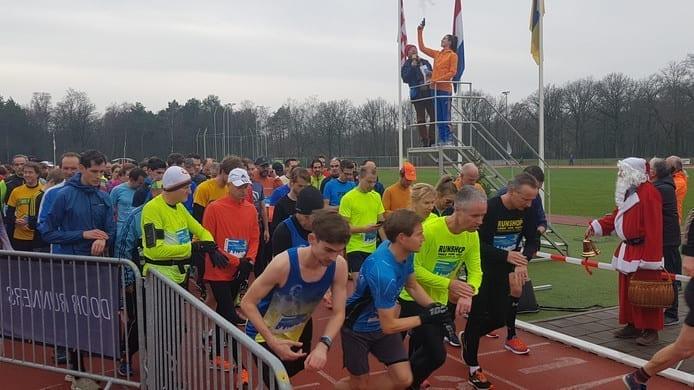 Brabants Dagblad: Ruim 2000 deelnemers bij Kangoeroeloop Vught: 'Dat iedereen mee kan doen is mooie kerstgedachte'